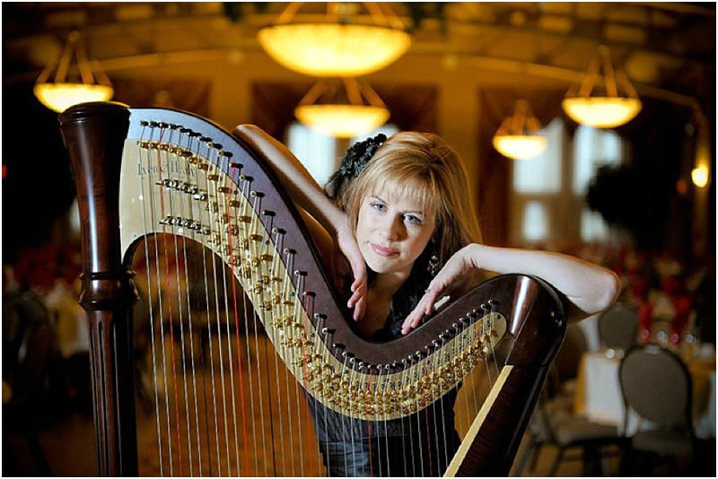 Harpist Chantal Dubé